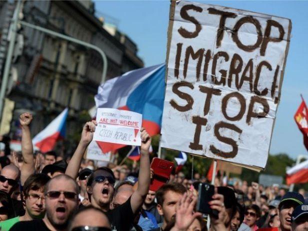 prague-anti-migrant-demonstration-640x480